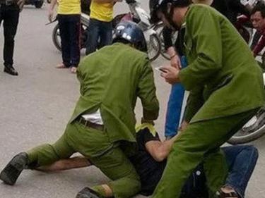 Hai chiến sĩ công an bị thương khi bắt đối tượng bắt cóc trẻ em