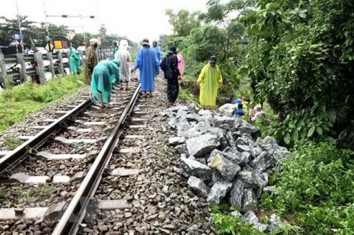 Đường sắt Bắc - Nam đã thông tuyến trở lại sau đợt mưa lớn