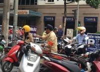 Loạn phí trông, giữ xe ở nội thành Hà Nội: Cơ quan quản lý ở đâu?