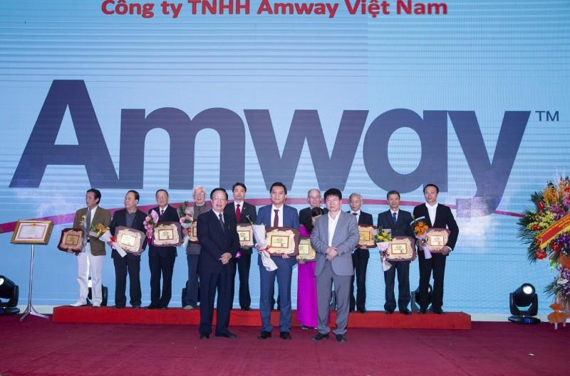 Amway Việt Nam tự hào đón nhận bằng khen của Bộ trưởng Bộ Y tế