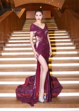 Hoa hậu Phạm Hương đẹp kiêu sa với đầm lấp lánh