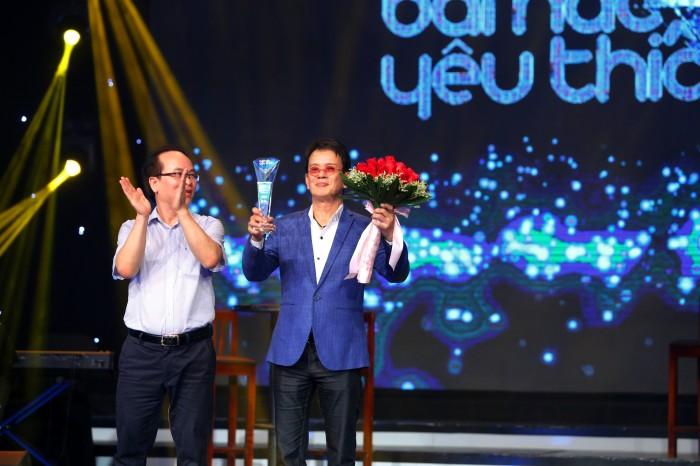 """Tóc Tiên khiến FAN đứng ngồi không yên với """"Vũ điệu cồng chiêng"""""""