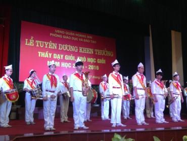 """Ngành GD&ĐT quận Hoàng Mai khen thưởng """"Thầy dạy giỏi – Trò học giỏi"""""""