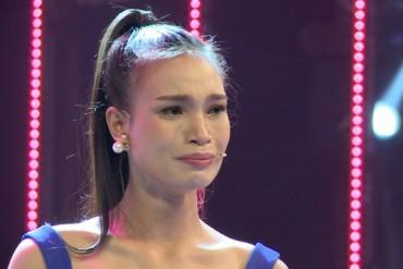 Thí sinh Hoa hậu Việt Nam khóc nức nở trong dự án
