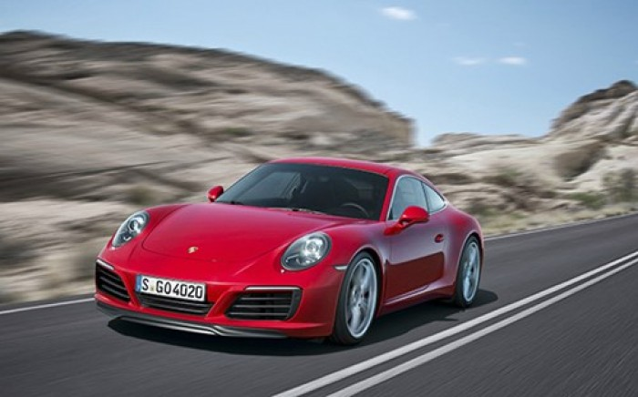 Porsche bán hơn 225.000 xe năm 2015