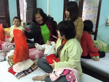 Xuân yêu thương chia sẻ với các em bé đang nằm viện!