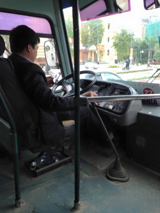 Hãi hùng xe buýt ngày đầu năm