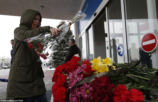Chùm ảnh xé lòng về thảm kịch máy bay Dubai rơi tại Nga - Ảnh 16.