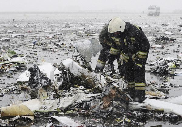 Chùm ảnh xé lòng về thảm kịch máy bay Dubai rơi tại Nga - Ảnh 3.