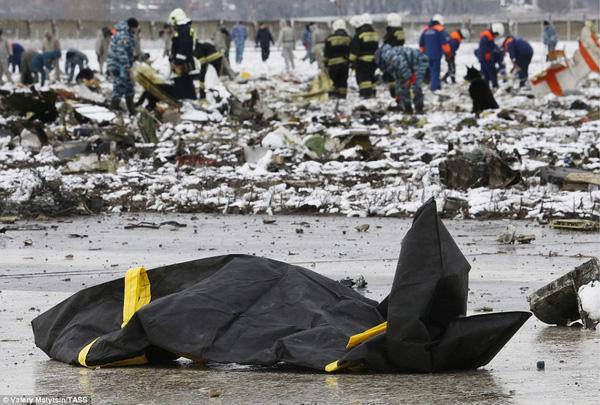 Chùm ảnh xé lòng về thảm kịch máy bay Dubai rơi tại Nga - Ảnh 5.