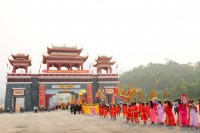 Hàng vạn du khách về dự khai hội Tây Thiên 2015