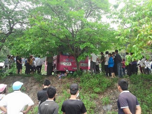 Không cài phanh tay, xe trôi đâm chết người trong khu di tích Đền Hùng