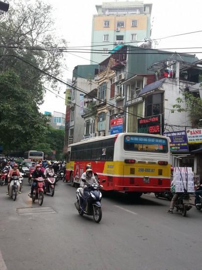 Xe buýt tiện thì có tiện nhưng còn nhiều bất cập