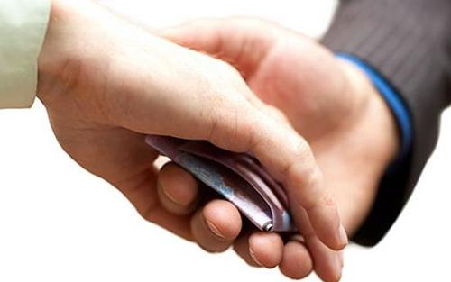 """Doanh nghiệp muốn kiếm 1 đồng lãi phải chi 1 đồng """"bôi trơn""""?"""