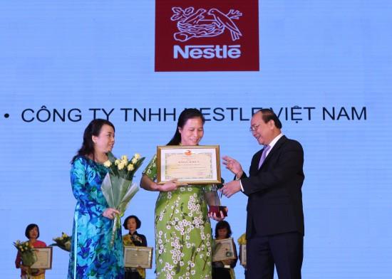 """Nestlé nhận Giải thưởng """"Thương hiệu vàng thực phẩm Việt Nam"""""""