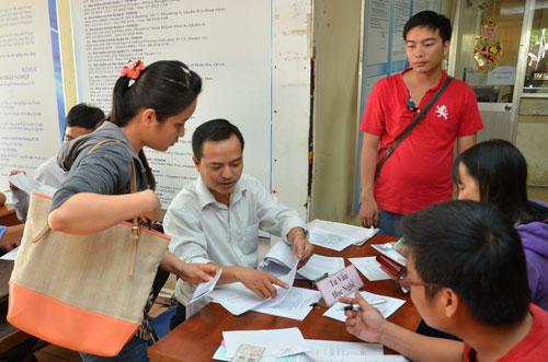 Tư vấn tuyển dụng cho người thất nghiệp tại Trung tâm Giới thiệu việc làm TP HCM Ảnh: TẤN THẠNH