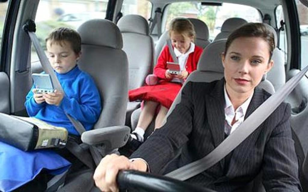 Đừng chết vì không thắt dây an toàn và cái lock cửa xe ô tô