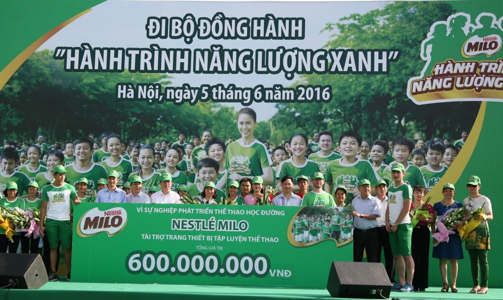 Gần 10.000 người đi bộ đồng hành 'Milo- hành trình năng lượng xanh'