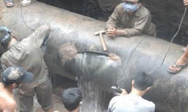 Đường ống nước sông Đà lại vỡ lần thứ 18