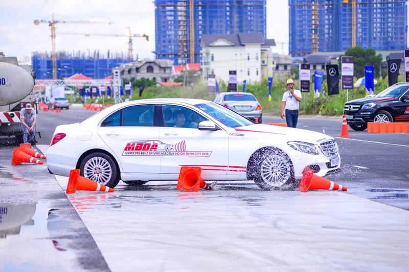 Lái xe an toàn cùng Mercedes-Benz