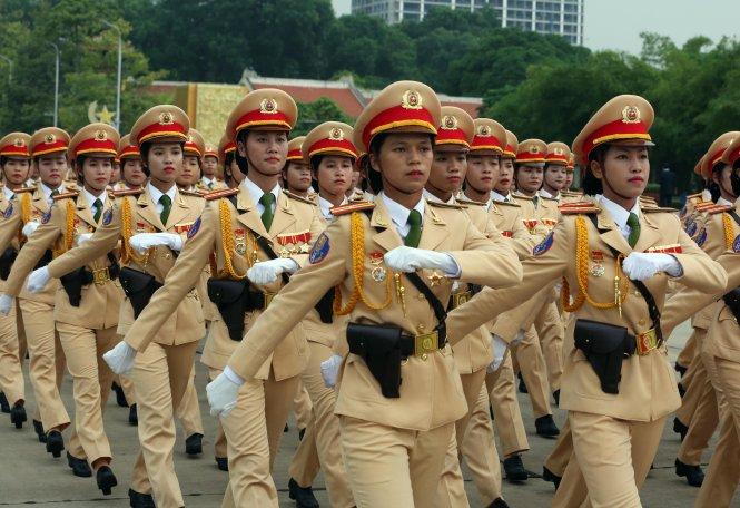 Đoàn nữ cảnh sát giao thông Hà Nội tập dượt tại buổi tổng duyệt Lễ kỷ niệm 70 năm Cách mạng tháng 8 và Quốc khánh 2-9 tại Quảng trường Ba Đình- Ảnh: Việt Dũng