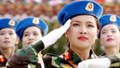 Nữ quân nhân xinh đẹp dẫn đầu đoàn diễu binh khối Quân y