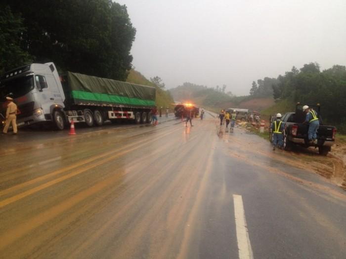 2 người chết, 6 người bị thương trên cao tốc Nội Bài- Lào Cai