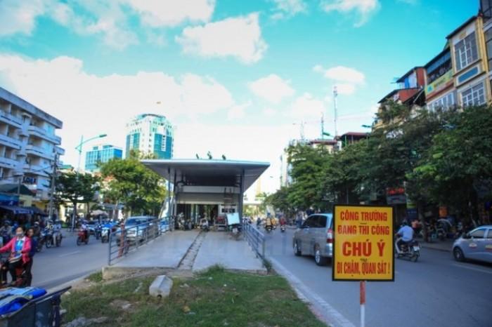Nhà chờ xe buýt tiền tỷ ở Thủ đô, chưa sử dụng đã hoen rỉ