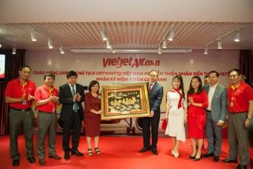 Chủ tịch Uỷ ban TƯMTTQVN Nguyễn Thiện Nhân thăm Cty CP HK Vietjet
