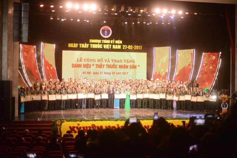 Vinh danh 134 Thầy thuốc Nhân dân