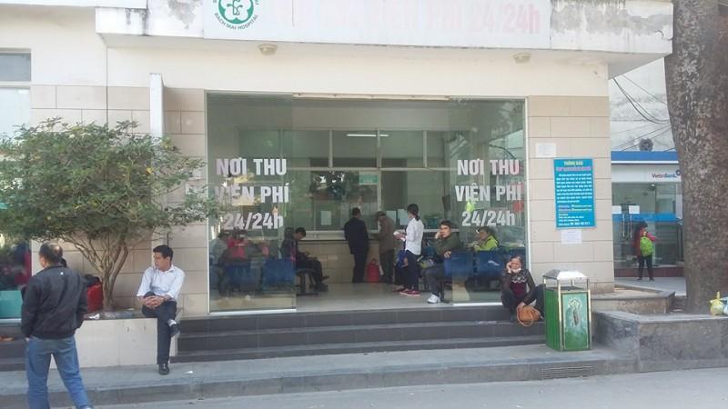 Bệnh viện Bạch Mai đóng cửa bãi giữ xe
