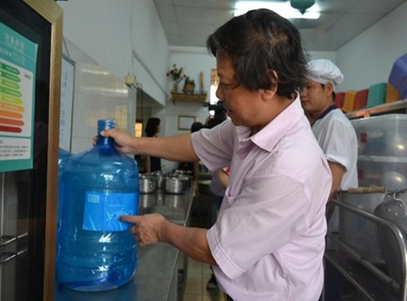 Thêm 13 cơ sở sản xuất nước uống đóng chai vi phạm ATTP