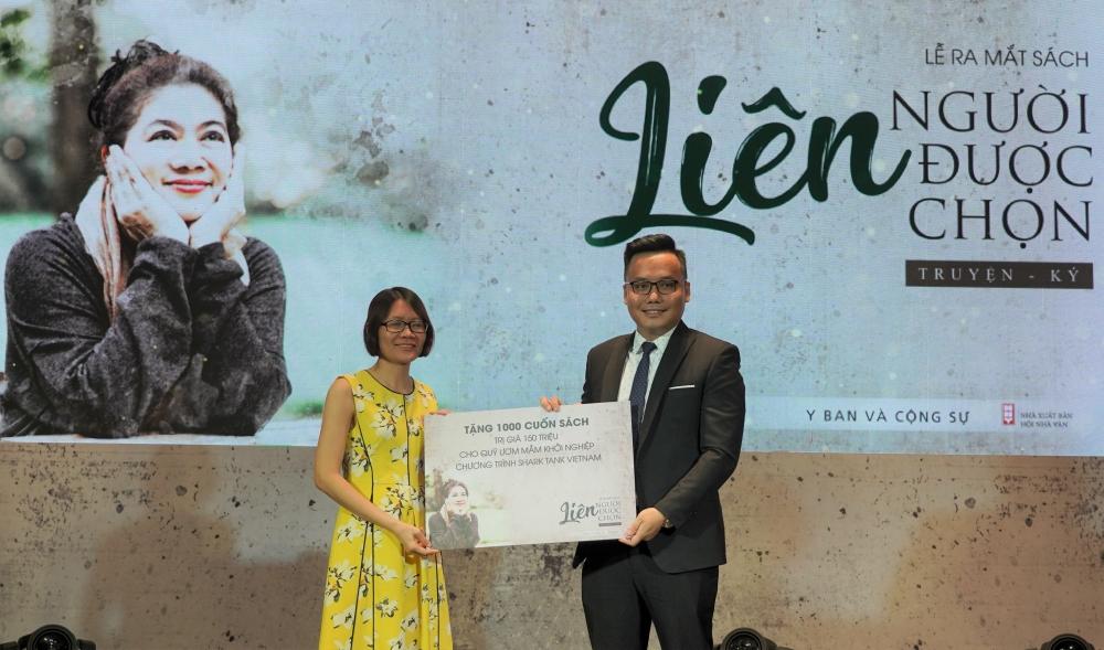 Tặng 1000 quyển sách cho Quỹ Ươm Mầm Khởi Nghiệp