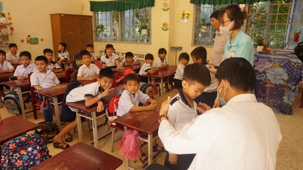 Tiếp cận các khu vực khó khăn để giúp đỡ trẻ em mắc bệnh tim bẩm sinh tại Việt Nam