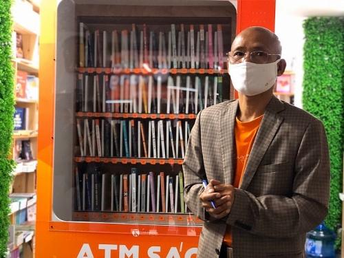 """Chia sẻ tri thức và lan tỏa văn hóa đọc từ cây """"ATM sách"""" miễn phí đầu tiên ở Hà Nội"""
