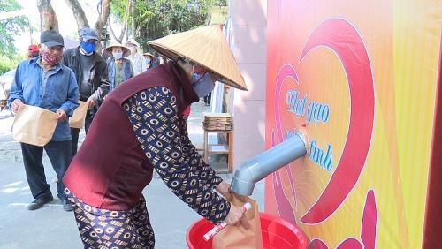 Cây ATM gạo miễn phí đầu tiên về với bà con quê lúa Thái Bình
