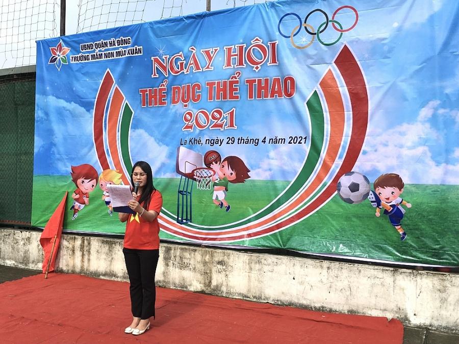 Th.s Tiêu Thị Thu Hằng, hiệu trưởng trường Mầm non Mùa Xuân khai mạc Ngày Hội thể thao cho bé