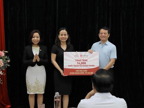 Tập đoàn BRG tặng hơn 74.000 khẩu trang vải kháng khuẩn cho học sinh Hà Nội