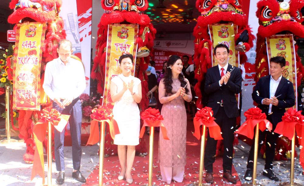 Ra mắt Premium B-select Dân Chủ đầu tiên tại Việt Nam