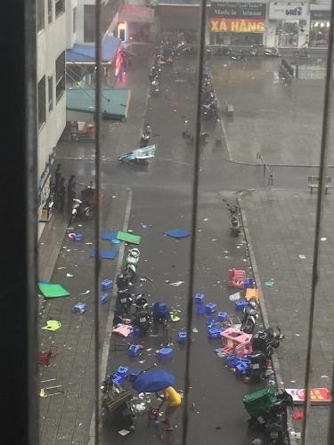 Người dân khu đô thị Linh Đàm hoảng sợ vì gió lốc