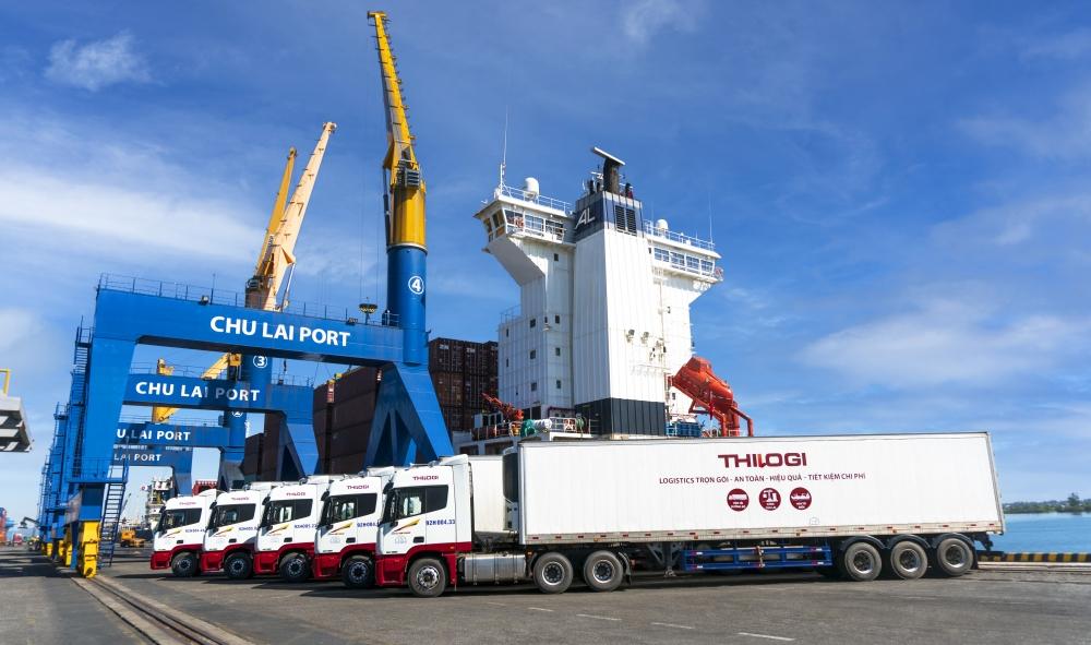 Xe vận chuyển nông sản của THILOGI tại cảng Chu Lai