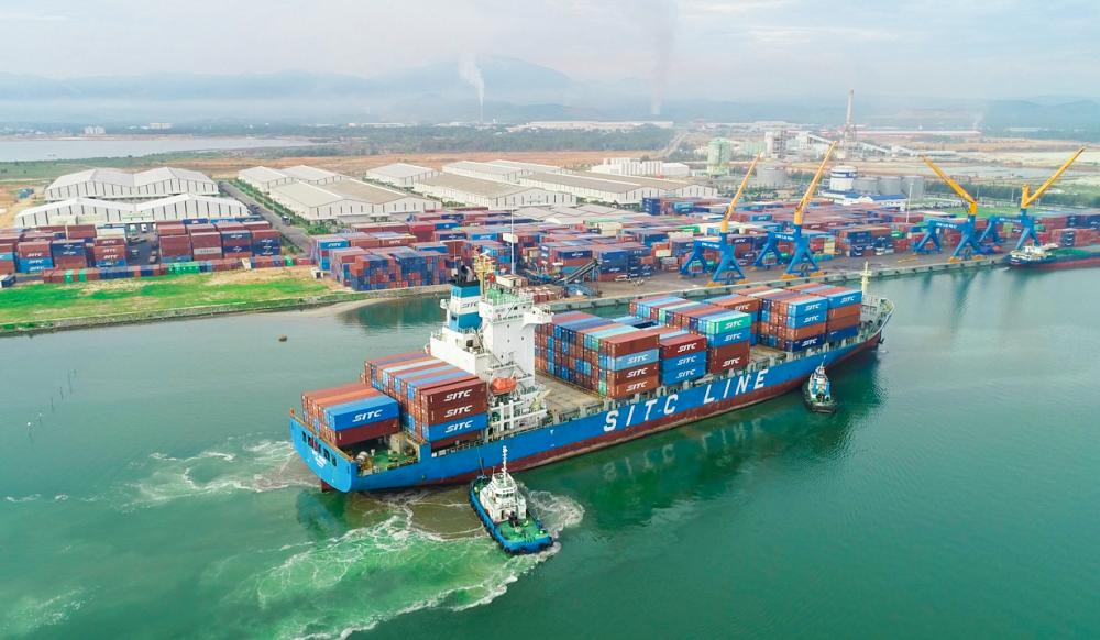5.  Cảng Chu Lai (thuộc THACO) - cửa ngõ xuất nhập khẩu hàng hoá mới tại miền Trung