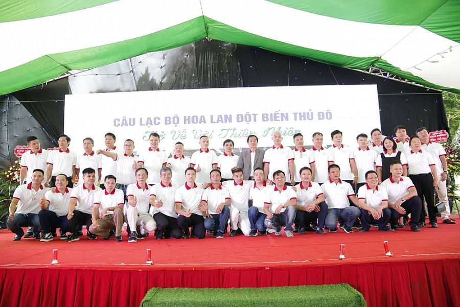 Các thành viên CLB Hoa Lan đột biến Thủ đô