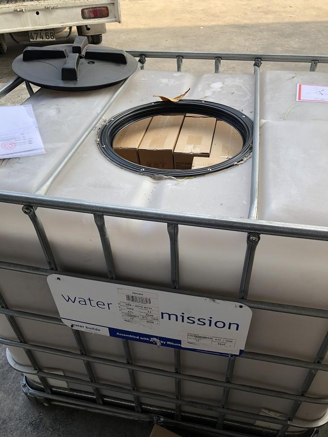 FedEx và Water Mission trao hàng cứu trợ cho nạn nhân bão lũ tại miền Trung