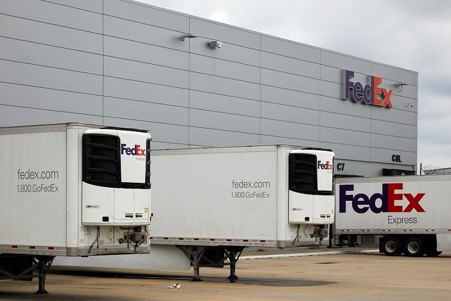 FedEx vận chuyển vaccine Covid-19 đầu tiên trên khắp đất nước Mỹ