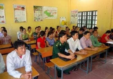 Lớp học xóa mù chữ cho chị em vùng cao