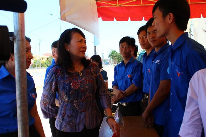 Thứ trưởng Bộ GD&ĐT Nguyễn Thị Nghĩa thị sát công tác thi tại Thanh Hóa