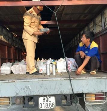 Tịch thu 8 tấn nhôm thỏi tái chế không rõ nguồn gốc
