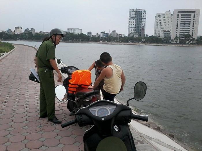 Lập tổ công tác chống đuối nước ở hồ Linh Đàm