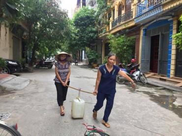 Người dân nhốn nháo vì mất nước kéo dài
